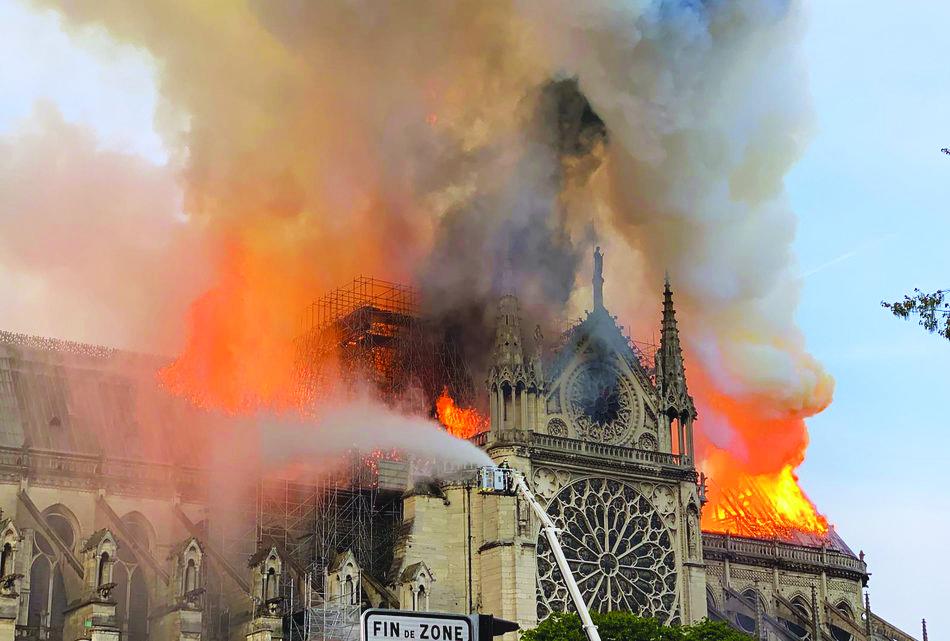노트르담 화재 2.jpg